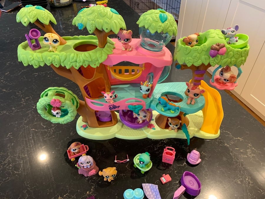 Photo Littlest Pet Shop Treehouse, 17 animals and accessories