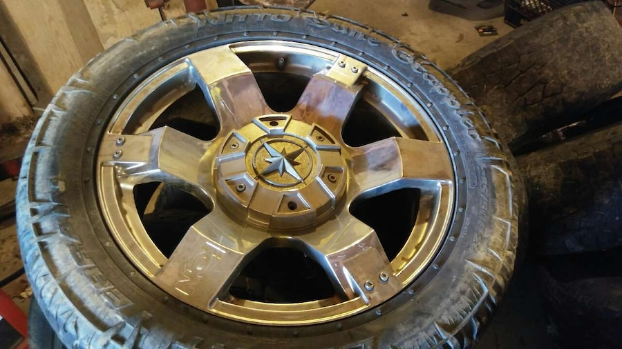 Photo They are 6 Lug 20in Chevy rims