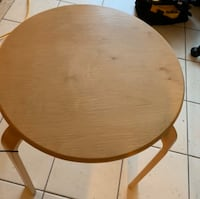 Wood side table   Good condition   St Catharines, L2R 0A6