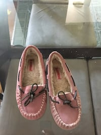 Soft moc pink size 2 girls   Black Guess sneaker girls size 3. Both shoes only worn once and only around the house Toronto, M8Y 1W5