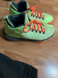 Cp3 basketball shoes. Size 9. Great basketball shoes with traction. Mississauga, L5B 4M7
