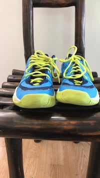 pair of blue-and-green Nike basketball shoes Los Angeles, 91367