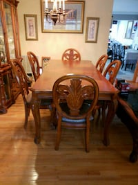 brown wooden dining table set Chantilly, 20152
