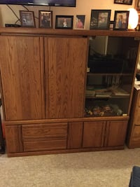 Brown wooden TV hutch excellent condition 150.00 obo, pick up only Paris, N3L 4E4