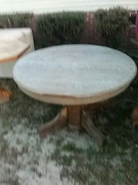 Nice old oak table needs a little work and some lo Lexington, 29073