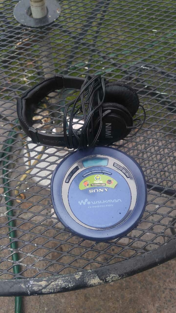 Sony Portable cd player with jwin headphones