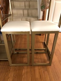 Bar dinning table and 2 Stools Springfield, 22150