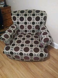 Beautiful sitting chair Garner, 27529