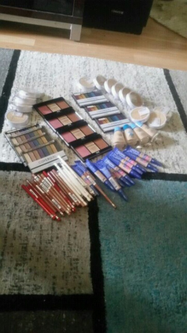 Makeup $2000.00 in make up asking $60 75efebf2-3064-4eec-a11c-521d0c7bca4a