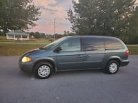 Chrysler - Town and Country - 2006 Greencastle