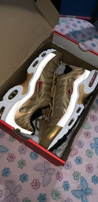 Air max plus QS , shoes with box Philadelphia, 19139