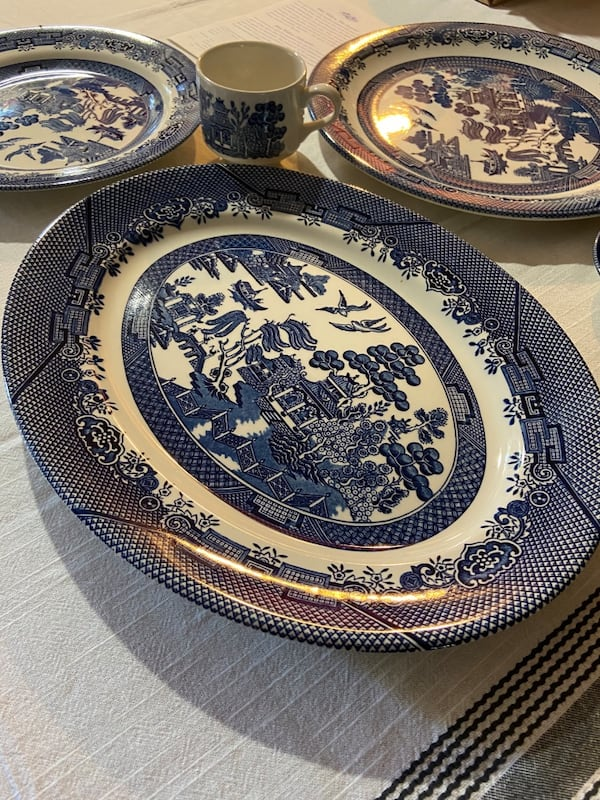 Churchill Blue Willow china 13cf14fc-27af-4ea7-bc68-1d8a161aea1b