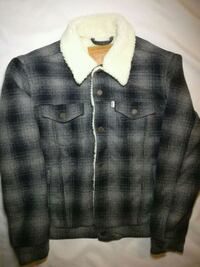 Levi's Sherpa Plaid trucker jacket men's medium Vancouver, V6A