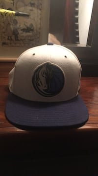 White and blue fitted cap Dallas, 75205