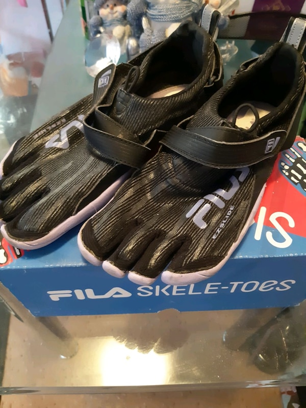 Fila Skeletoes 2.0 size 6 youth 310bf5bb-0aff-4337-b235-5adeca634e85