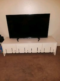 New L44 in× W 258n flat screen with tv stand 3139 km