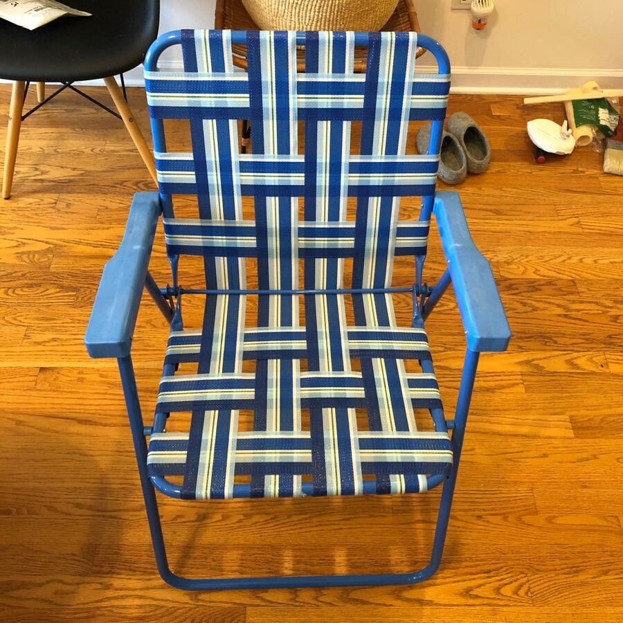 Foldable woven patio chair