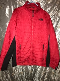 Red north face size small Salisbury, 21801