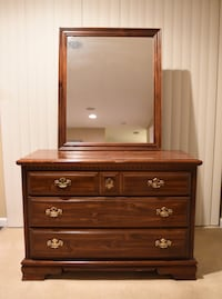 Bedroom furniture set  Mount Airy, 21771