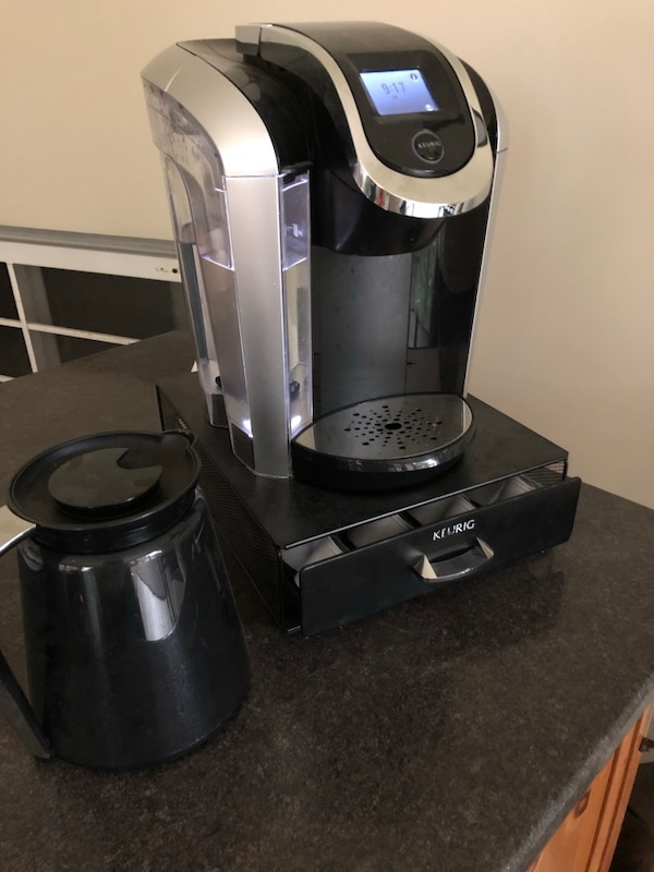 Keurig coffee maker. With thermos and pod tray holder. ( coffee not included). Free delivery. Works perfectly. Use your own coffee or buy pods. Make one coffee or several.