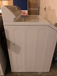 white front-load clothes washer Woodinville, 98077