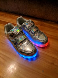 Chrome Light up shoes 5Y (size 6.5 women) 15$ Montreal, H4M