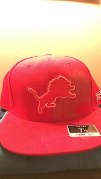 red Reebok fitted cap Canton, 48187