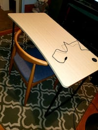 Used Desk Only Has Usb Plug For Sale In Gainesville