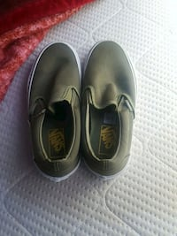 Vans size 5.5 for men/size 7.0 for women