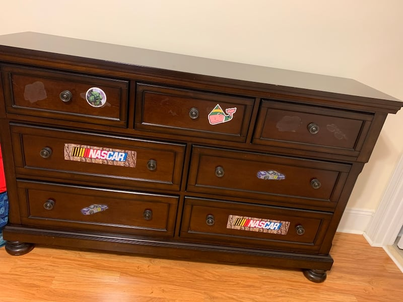 Moving sale- Wood dresser in great condition. 635e2a5b-3391-4caf-859d-a1dce14a7458