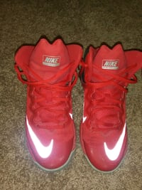 mens nike size is in pic