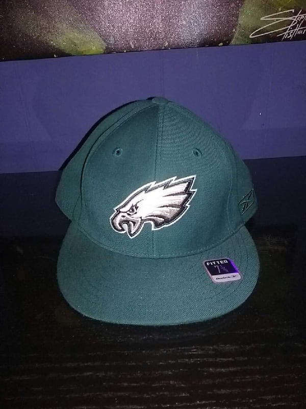 Eagles fitted hat size 7 3/4 10ca386e-702b-4c59-bd5c-51dc42e37a7f