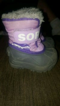 pair of purple-and-white duck boots Hamilton, L8K 5J2