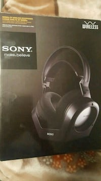 Sony wireless headset with charging base Mississauga, L5M 8A2