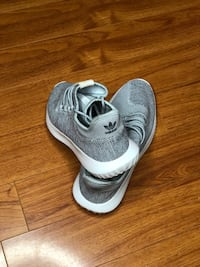 Grey Yeezy (Size 9.5) only worn once. Selling these because I'm a size 10 545 km
