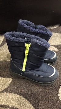 pair of black sheepskin boots Brampton, L6S