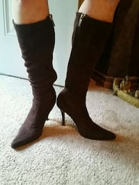 pair of brown suede knee-high boots Columbus, 31907