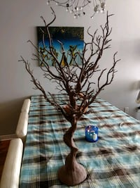 Decorative brown tree Laval