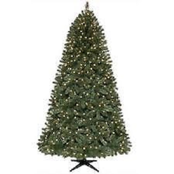 Home Accents 7 5 Ft Pre Lit Wesley Spruce Artificial Prelit Christmas Tree