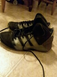 pair of black-and-gray Nike basketball shoes 787 mi
