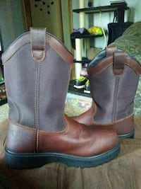 pair of brown leather boots Newton, 50208