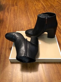 Michael Kores Booties. Never used, size 71/2 really nice! Pickering, L1V
