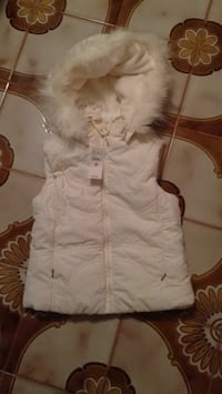 Brand new size 4 vest with removable hood. Look for tons more on my page Islip, 11751