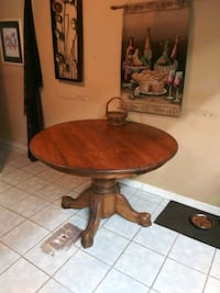 round brown wooden pedestal table Clearwater, 33761