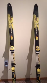 black and yellow snow ski Calgary, T2Y 4E4