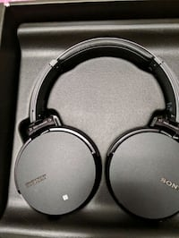 Sony wireless Bluetooth headphones Cambridge, N1R 6H5
