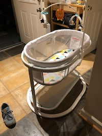 Fisher-Price Soothing Motion Bassinet Silver Spring, 20910