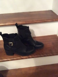 Woman's fall boots size 7-71/2. Pickup only  Laval, H7X 3R8