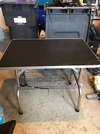 Grooming table for sale  Mississauga, L5M 3Z3