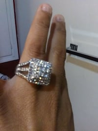 silver and diamond studded ring Bakersfield, 93306
